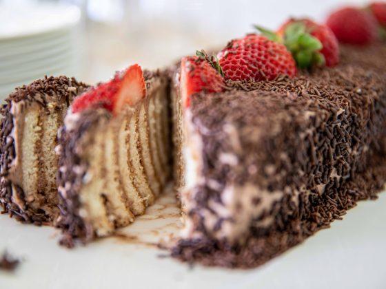 no-bake biscuit cake