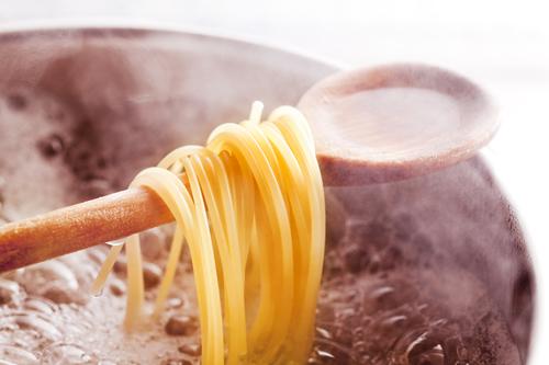 boiling spaghetti pasta
